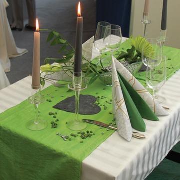 Hochzeitsdekoration in gr n - Deko gartenparty grun ...